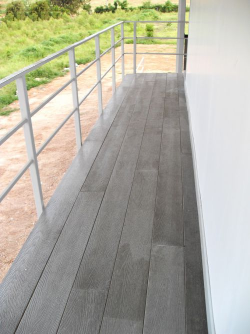 使用纤维水泥板可做公园、景区栈道